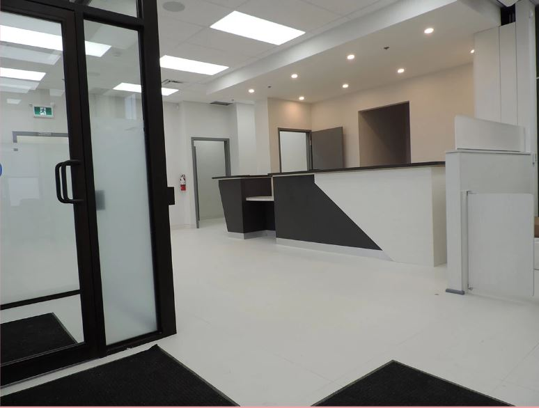 Reception Counter in Black/White Theme