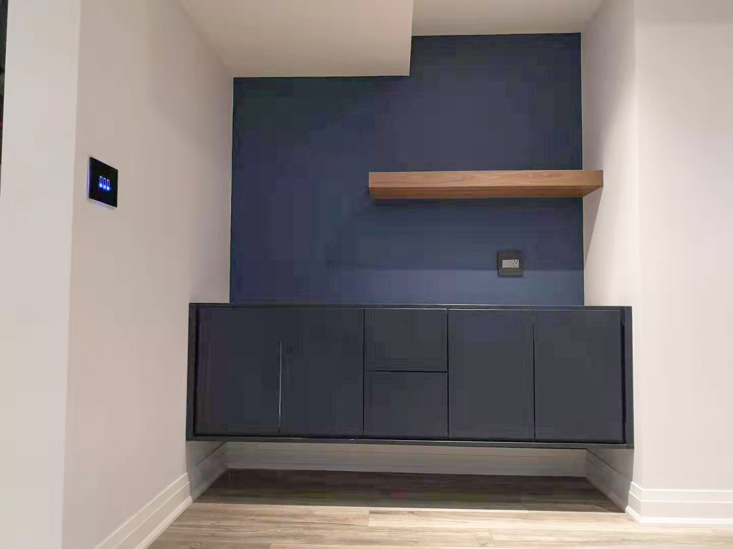 WALL UNITS & OFFICE15